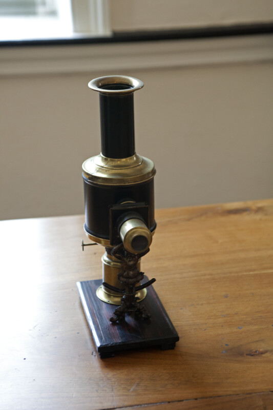 A Different Early Microscope