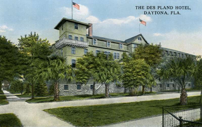 A View of the Des Pland Hotel