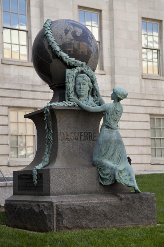 Daguerre Monument