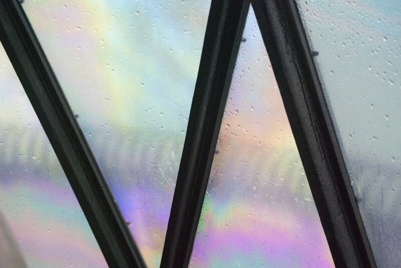 Rainbow Pattern and Droplets