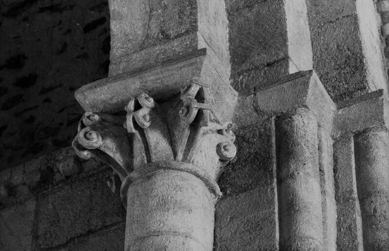 San Paio de Diomondi, outer chancel arch, south capital, banded volutes