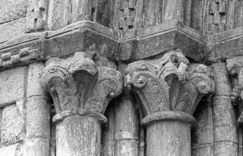 San Pedro de Portomarín, west portal, outer left foliate capitals