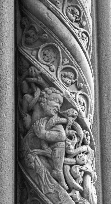Santiago cathedral, Pórtico da Gloria, central doorway, marble column, resurrection of the dead