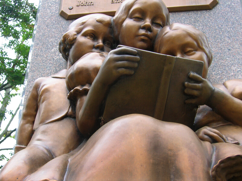 Sculpture of Children Reading