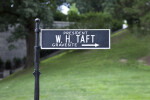 Sign to Taft's Grave