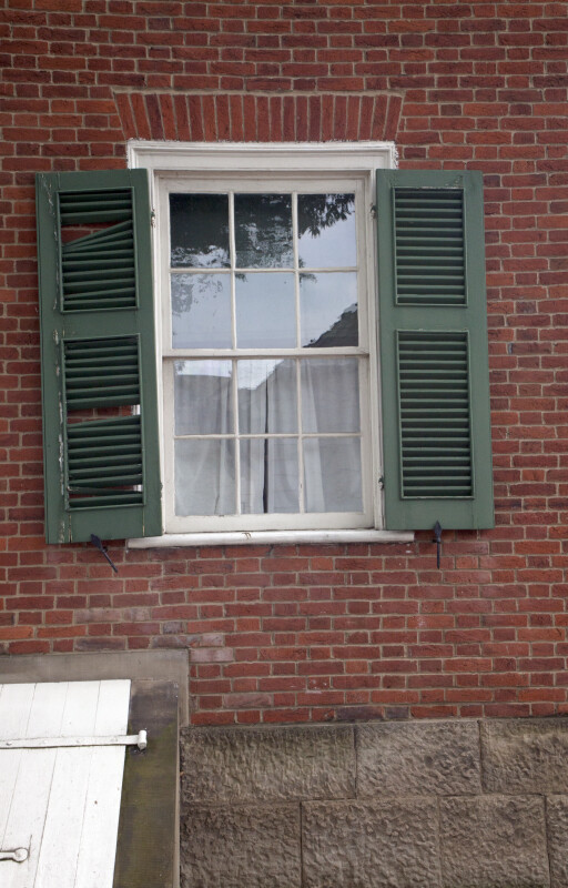 The Shutter with the Loose Louvers