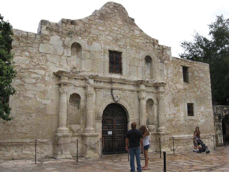 Tourists at Alamo
